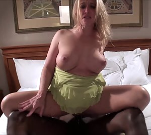 Free Big Natural Tits MILF Porn Pictures