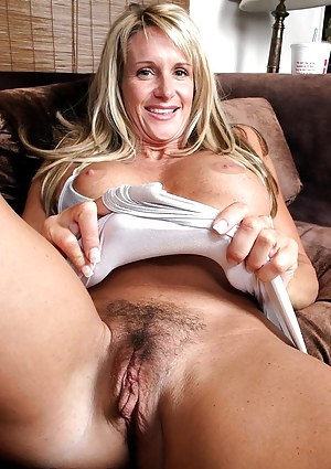 Free MILF Pussy Porn Pictures